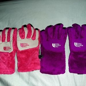 The north face girls youth large gloves.